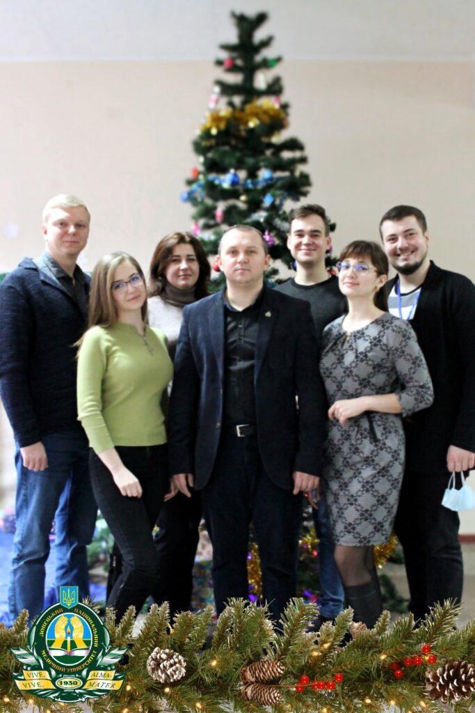 Вітання із прийдешніми новорічними святами від деканату медичного факультету № 1